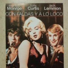 Cine: TARJETA PAPEL -10*15 - CON FALDAS Y A LO LOCO - MARILYN MONROE. Lote 86888680