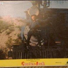 Cine: FOTO 24 X 18 CM - COLOR - FILME CACTUS JACK (EL VILLANO) - CON KIRK DOUGLAS - ORIGINAL - USA - 1979. Lote 90032084
