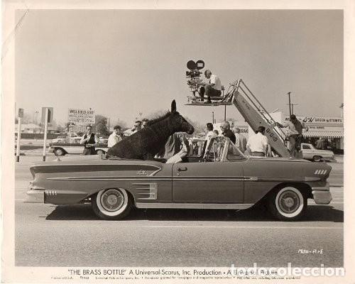 FOTOGRAFÍA ORIGINAL THE BRASS BOTTLE TONY RANDALL BURT IVES BARBARA EDEN HARRY KELLER 1964 UNIVERSAL (Cine - Fotos y Postales de Actores y Actrices)