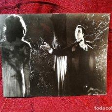 Cine: FOTO-PROMO.PROMOCIONAL B/N---.24 X 18- TASTE THE BLOOD OF DRACULA AÑO 1969-TERROR- CHRISTOPHER LEE. Lote 126399395