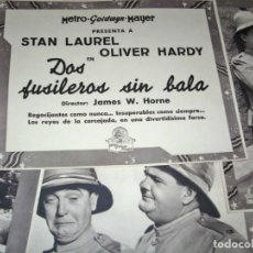 Cine: DOS FUSILEROS SIN BALA,OLIVER&LAUREL-JUEGO DE CARTELERA DE EPOCA, HAY 16 EN 24X19. Lote 133206758