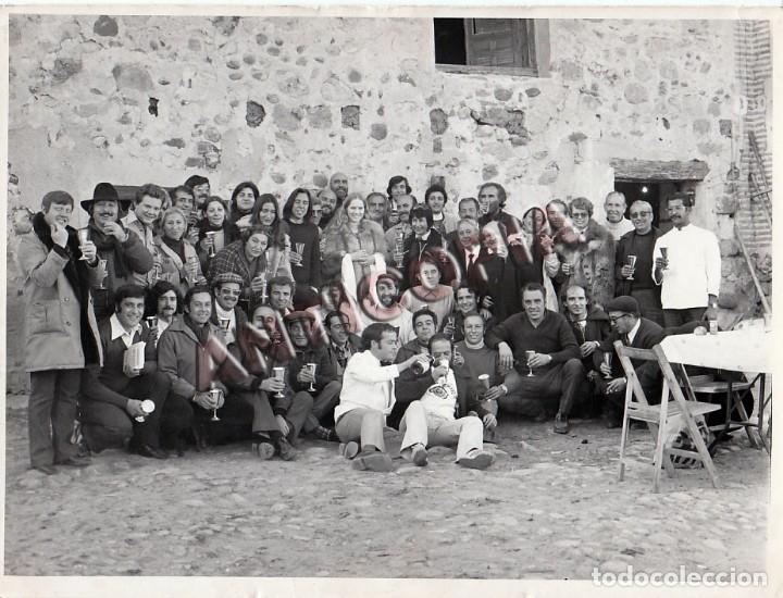 FOTO ORIGINAL DEL EQUIPO (ACTORES Y TECNICOS) DE LA PELICULA ''LEONOR'' DE 1975 (Cine - Fotos y Postales de Actores y Actrices)