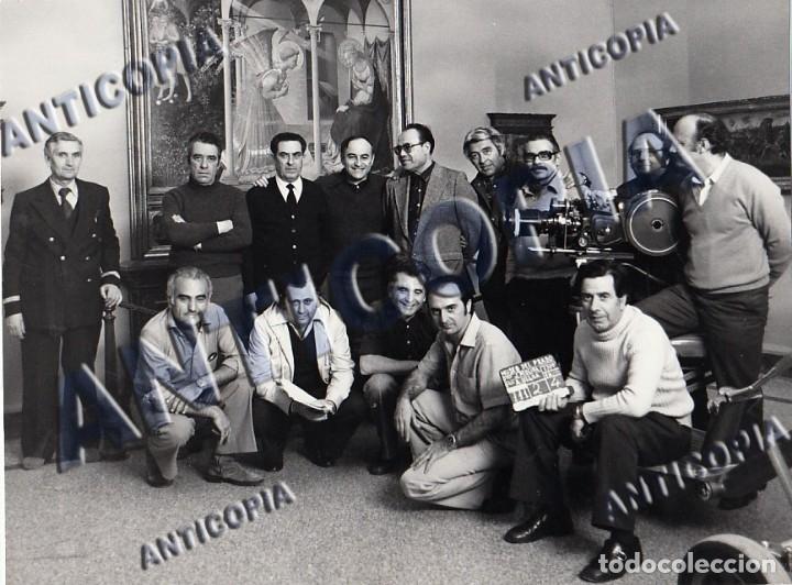 FOTO ORIGINAL DEL EQUIPO DE TECNICOS DEL DOCUMENTAL ''EL MUSEO DEL PRADO'' 1980 DE JACINTO MOLINA (Cine - Fotos y Postales de Actores y Actrices)