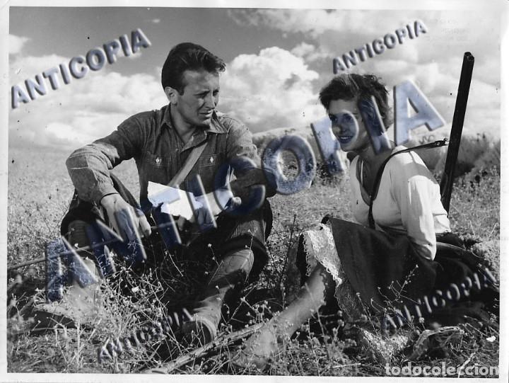 Cine: 15 FOTOGRAFIAS ORIGINALES DEL RODAJE DE LA PELICULA NOSOTROS DOS CON ROSSANA PODESTA - Foto 3 - 136638958