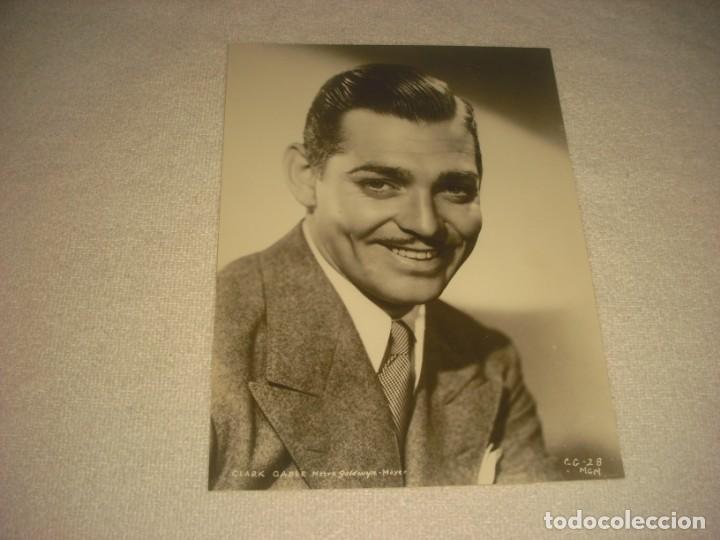 CLARK GABLE. ANTIGUA FOTO DE LA METRO GOLDWYN MAYER . 24 X 18 CM. (Cine - Fotos y Postales de Actores y Actrices)