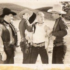 Cine: FOTOGRAFÍA ORIGINAL JOHN WAYNE RAY CORRIGAN RED RIVER RANGE 3 TEXAS STEERS. Lote 147952790
