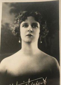 Antigua postal fotográfica. Hortensia Gelabert. Ed. Fotográfica 155. 8,7x13 cm