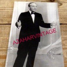 Cine: 1977, ANTIGUA FOTOGRAFIA DEL ACTOR BING CROSBY, 125X225MM. Lote 167938588