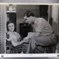 Cine: FOTO PRENSA PELÍCULA MELODÍA DE ARRABAL IMPERIO ARGENTINA CARLOS GARDEL PARAMOUNT 1932 26 CM X 20 CM. Lote 171332884