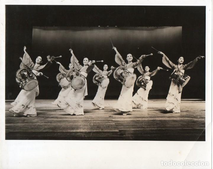 FOTOGRAFÍA ORIGINAL DEL BALLET NACIONAL FOLKLORICO DE COREA (Cine - Fotos y Postales de Actores y Actrices)