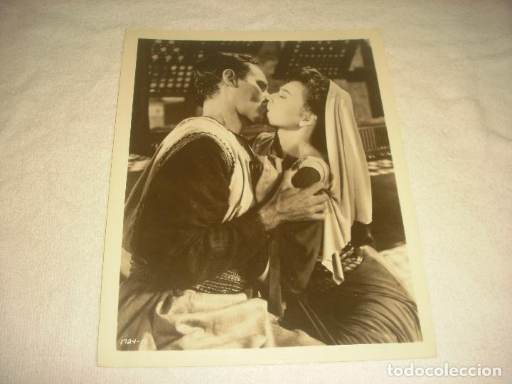 BEN HUR, CHARLTON HESTON Y HAYA HARAREET. ANTIGUA FOTO. 26X 21 CM. (Cine - Fotos, Fotocromos y Postales de Películas)