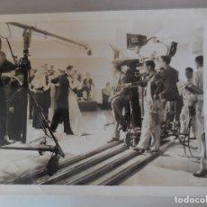 Cine: FOTO. EDWARD H. GRIFFITH . RODAJE DE MÚSICA ALEGRE....ARMONÍA PERFECTA. ORIGINAL¡¡¡. Lote 180851607
