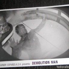 Cine: FOTO ORIGINAL PARA PRENSA WARNER ESPAÑOLA CINE PELÍCULA DEMOLITION MAN. SYLVESTER STALLONE 1993. Lote 182222432