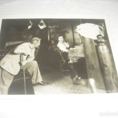 Cine: ANTIGUA FOTO DE SPENCER TRACY Y VALENTINA CORTESA. 26 X 20 CM.. Lote 182322288