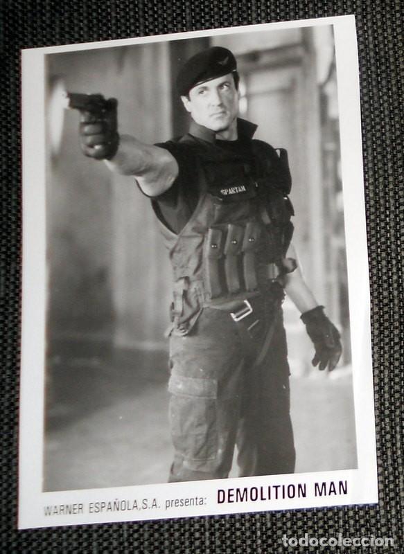FOTO ORIGINAL PARA PRENSA WARNER ESPAÑOLA CINE PELÍCULA DEMOLITION MAN. SYLVESTER STALLONE 1993 (Cine - Fotos, Fotocromos y Postales de Películas)