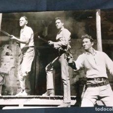 Cine: FOTOGRAFIA ORIGINAL GRAN FORMATO - ELVIS PRESLEY EN LA PELICULA ESTRELLA DE FUEGO -. Lote 183092971