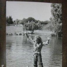Cine: URSULA ANDRESS - FOTO ORIGINAL B/N 20X30 - DUCKS LAKE. Lote 185901083