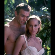 Cine: SEAN CONNERY Y URSULA ANDRESS JAMES BOND 007 FOTO. Lote 190026155