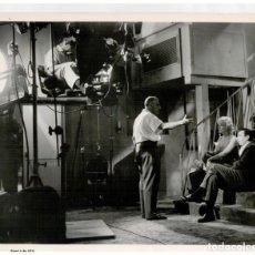 Cine: FOTOGRAFIA ORIGINAL, ESCENA RODAJE - MARILYN MONROE, GEORGE CUKOR, YVES MONTAND - LET'S MAKE LOVE. Lote 190144341