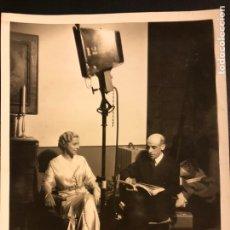 Cine: FOTO ORIGINAL DE CATALINA BARCENA Y EL ESCRITOR GREGORIO MARTÍNEZ SIERRA 25 X 20 CM. Lote 191655533