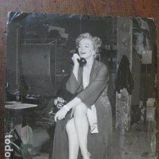 Cine: MARILYN MONROE - FOTO ORIGINAL B/N - ESCENA DESCANSO RODAJE TELEFONO PHONE. Lote 191806413