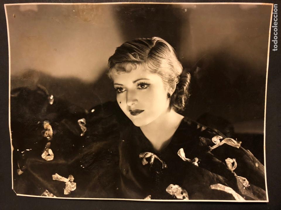 FOTO ORIGINAL DE CHARITO LEONIS 22,5 X 17 CM (Cine - Fotos y Postales de Actores y Actrices)