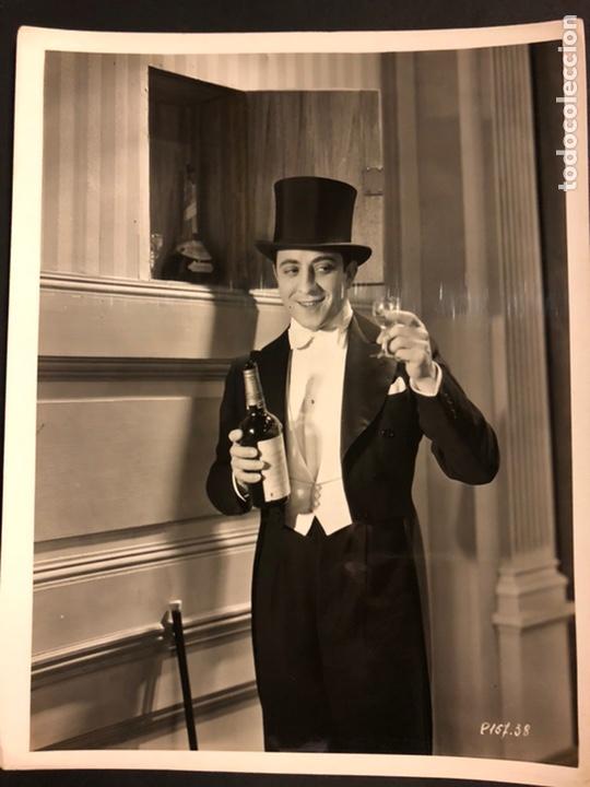 FOTO ORIGINAL DE ROBERTO REY.UN HOMBRE DE FRAC 25 X 20 CM (Cine - Fotos y Postales de Actores y Actrices)