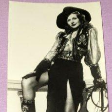 Cine: ANTIGUA FOTO POSTAL DE RITA HAYWORH. ENVÍO POR CORREO ORDINARIO 1€ O CERTIFICADO 4€. FORMATO 14X9 CM. Lote 194612240