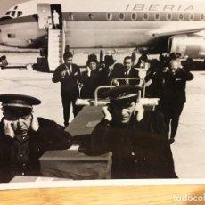 Cine: EL VERDUGO / NINO MANFREDI JOSE ISBERT FOTO ESCENA AVION IBERIA B/N ORIGINAL 18X12 CMS . Lote 194743493