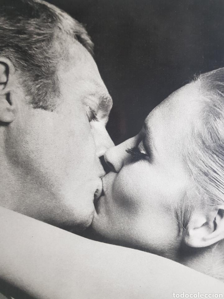 FAYE DUNAWAY & STEVE MCQEEN: ELCASO DE TOMAS CROWN. FOTOGRAFÍA GRANDE ORIGINAL (Cine - Fotos y Postales de Actores y Actrices)
