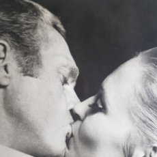 Cine: FAYE DUNAWAY & STEVE MCQEEN: ELCASO DE TOMAS CROWN. FOTOGRAFÍA GRANDE ORIGINAL. Lote 194882595
