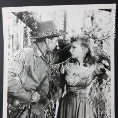 Cine: FOTO ORIGINAL DE PRENSA, GARY COOPER EN DISTANT DRUMS (TAMBORES LEJANOS) . Lote 195406026