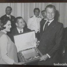 Cine: JOSEPH COTTEN - FOTO ORIGINAL B/N - PATRICIA MEDIANA SEMANA CINE EN COLOR BARCELONA 1972. Lote 198212797