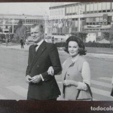 Cine: JOSEPH COTTEN - FOTO ORIGINAL B/N - PATRICIA MEDIANA SEMANA CINE EN COLOR BARCELONA 1972 MONTJUIC. Lote 198212981