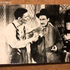 Cine: GROUCHO MARX Y FRANK SINATRA. FOTOGRAFÍA ORIGINAL B/N PELÍCULA DON DOLAR.. Lote 198668985
