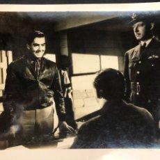Cine: FOTO ORIGINAL DE TYRONE POWER.UN AMERICANO EN LA RAF 15 X 12 CM. Lote 205453186