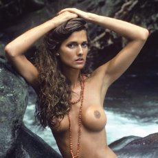 Cine: FOTO DESNUDA CAROLINE COSSEY #2 - PLAYBOY RE-INTERVIEWED HER FOR THE JULY & AUGUST 2015. Lote 211510072