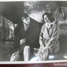 Cine: UNA HISTORIA DE TRES EXTRAÑOS - FOTO ORIGINAL B/N - PATRICIA NEAL THE SUBJECT WAS ROSES MARTIN SHEEN. Lote 218688650