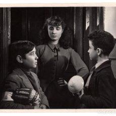 Cine: CINE.- TRES HUCHAS PARA ORIENTE. 1954. DIRECCIÓN JOSÉ MARÍA ELORRIETA. 24X18.. Lote 219622658