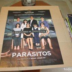 Cine: CARTEL O POSTER DOBLE, PELICULA PARÁSITOS Y JAMES IS BACK, 57 X 41 CM. Lote 222132001