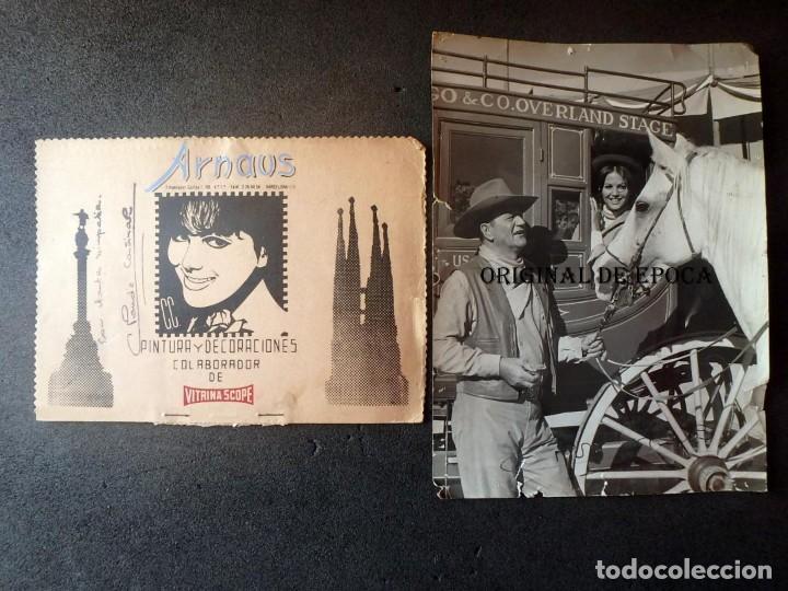 (JX-201083)FOTOGRAFIA DE CLAUDIA CARDINALE AUTOGRAFO Y JOHN WAYNE(FABULOSO MUNDO DEL CIRCO) (Cine - Fotos y Postales de Actores y Actrices)