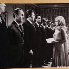 Cine: BARBARA BOUCHET IN CASINO ROYALE 1967 · JAMES BOND · ORIGINAL PRESS PICTURE. Lote 223958376