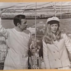 Cine: NEIL CONNERY AND DANIELA BIANCHI IN OPERATION KID BROTHER 1967 · JAMES BOND · ORIGINAL PRESS PICTURE. Lote 223959876