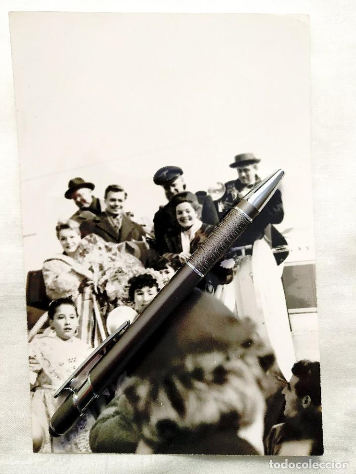 1957 - FOTO - ROMY SCHNEIDER LLEGA A MADRID TRAS ÉXITO DE SISSI (Cine - Fotos y Postales de Actores y Actrices)