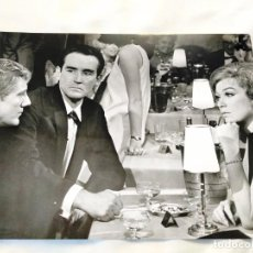 Cine: SHIRLEY MACLAINE Y VITTORIO GASSMAN EN 'SIETE VECES MUJER' (1967). Lote 235102695