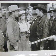 Cine: BILLY EL NIÑO - FOTO ORIGINAL B/N - ROBERT TAYLOR BRIAN DONLEVY LON CHANEY JR. BILLY THE KID. Lote 235811680