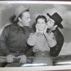 Cine: BILLY EL NIÑO - FOTO ORIGINAL B/N - ROBERT TAYLOR BRIAN DONLEVY MARY HOWARD JR. BILLY THE KID. Lote 235811930