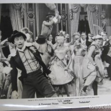 Cine: LI'L ABNER - FOTO ORIGINAL B/N - LESLIE PARRISH - DANCING SCENE. Lote 235815185
