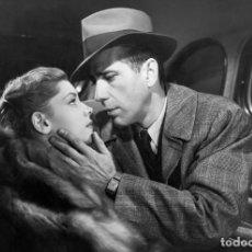 Cine: POSTAL DE LAUREN BACALL Y HUMPHREY BOGART EN EL SUEÑO ETERNO, DE HOWARD HAWKS. CINE, THE BIG SLEEP.. Lote 240816360