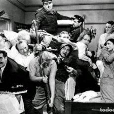 Cinema: POSTAL LOS HERMANOS MARX (GROUCHO HARPO CHICO) UNA NOCHE EN LA ÓPERA, SAM WOOD, A NIGHT AT THE OPERA. Lote 263300265